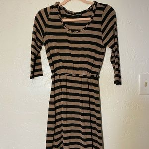 Forever 21 boat neck dress with belt, size small.
